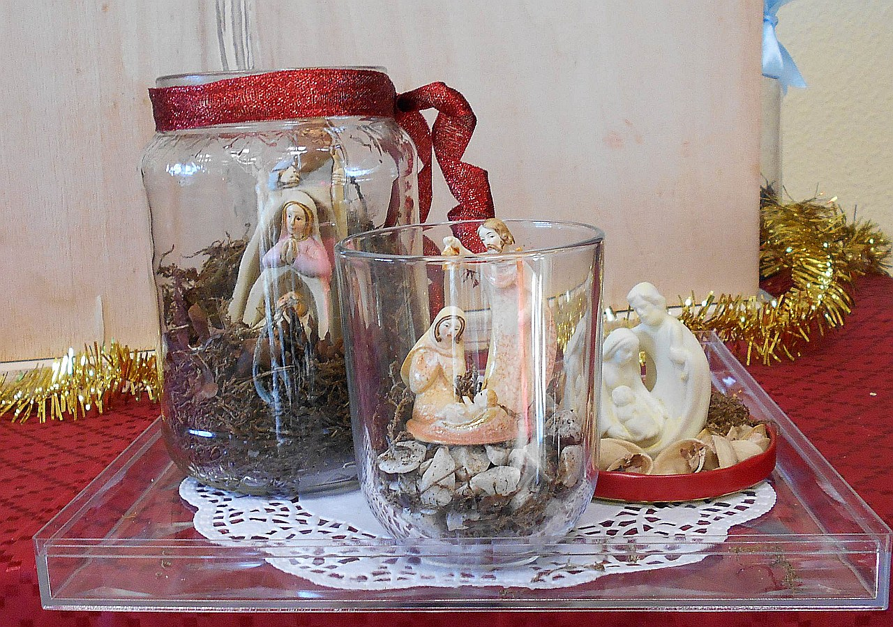 tre presepe in vasi con vassoio sn