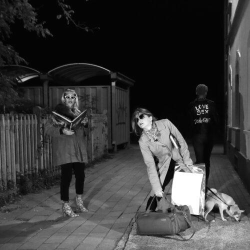 Aspettando in una Stazione Particolare, foto di Mauro Landoni