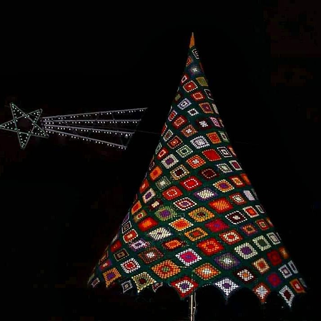 albero di Natale e stella fatto all'uncinetto, Bocale (Reggio Calabria) - foto di Pasquale Campolo