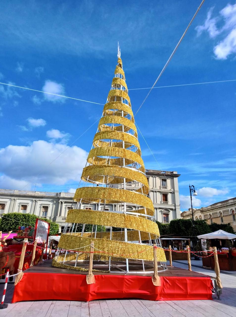 albero di Natale in piazza Duomo a Reggio Calabria - foto di Pasquale Campolo