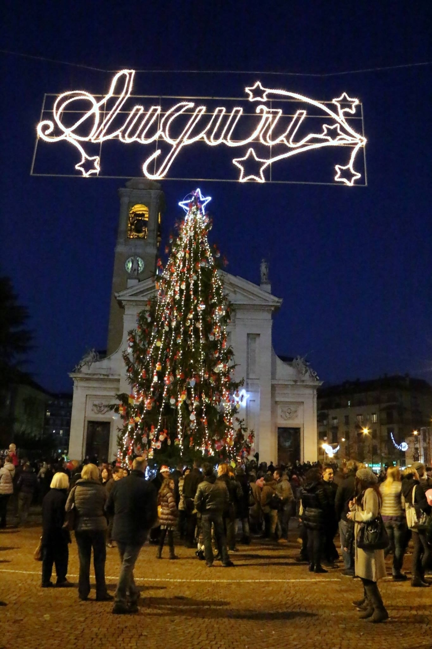 albero di Natale in piazza Maggiolini a Parabiago (Milano) - foto di Pasquale Campolo