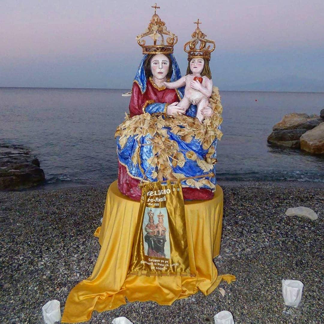 Madonna con Bambino fatta in pasta di pizza dal pizzaiolo Giorgio Riggio sulla spiaggia di Bocale (Reggio Calabria) - foto di Pasquale Campolo