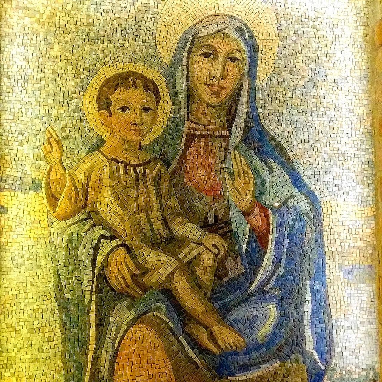 Madonna con Bambino mosaico a Villastanza di Parabiago (Milano) - foto di Pasquale Campolo