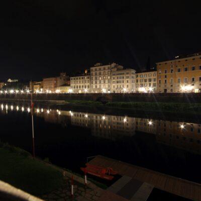 Firenze si specchia nell'Arno, foto di Pasquale Campolo