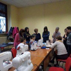 un gruppo di partecipanti al corso assiste la dimostrazione di Rosetta